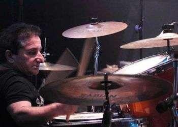 Ricardito, baterista de Los Tacson, la banda que abrió  los conciertos en el Patio de María, en 1987.