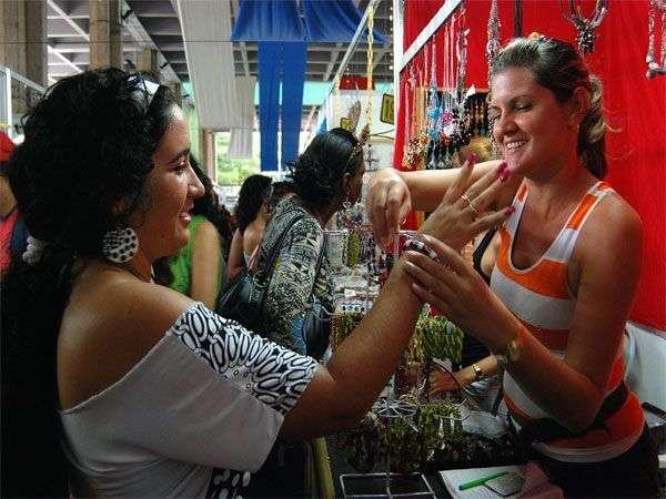 Feria de artesanía cubana Arte en la Rampa.