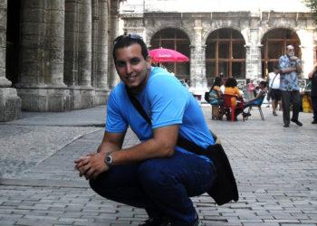 Julio Cesar Castellon with Eduardo Heras León at the Onelio Jorge Cardoso Center / Photo: Courtesy of the interviewee.
