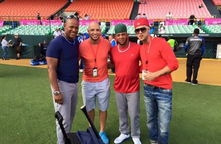 Felix Perez and Hassan Pena with Alexander Malleta and Yadiel Hernández, members of the Vegueros in the Caribbean Series.