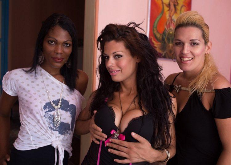 Naomi, Daniela and Yessi / Photo: Tracey Eaton