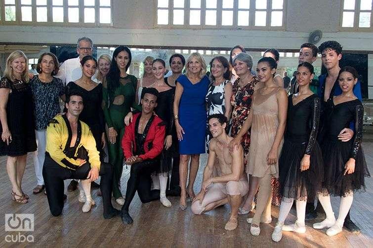 Jill Biden and the Habana Compás Dance Company. Photo: Ismario Rodríguez.