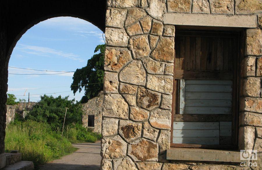 Antiguo-Barracón-para-trabajadores-del-central,-hoy-vivienda-improvisada-de-varias-familias-(4)