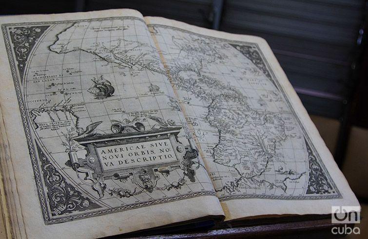 Copy of Ortelius Atlas returned to Cuba by the Boston Athenaeum Library. Photo: Ismario Rodríguez.