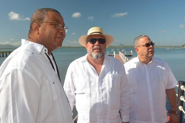 Minister of Tourism Manuel Marrero (C), Luis Torres (R), secretary of the Communist Party in Holguín, and Jorge Cuevas (L), head of tourism, transportation and services of the Central Committee. Presentation of Gibara as a tourist destination, FITCuba2017. Photo: Juan Pablo Carreras.