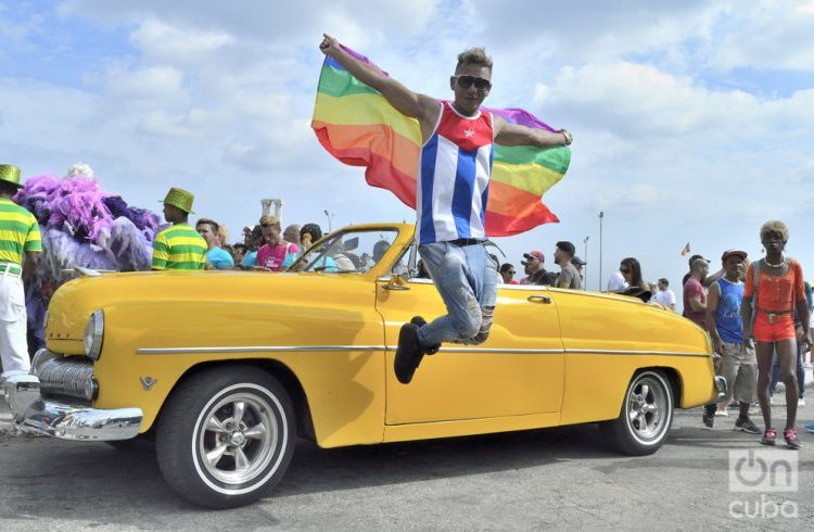 Conga for diversity, from La Piragua to the PabellónCuba at the 10th Cuban Day against Homophobia and Transphobia. Photo: Otmaro Rodríguez.