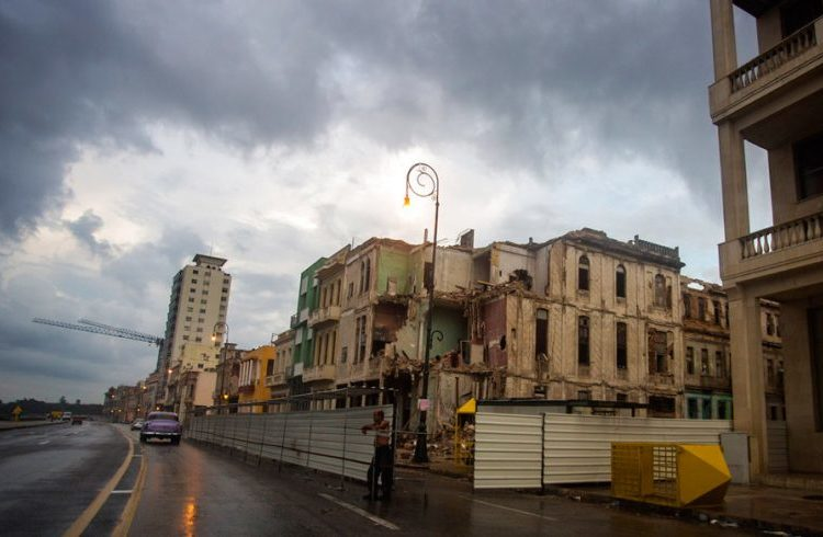 Malecón de La Habana, Cuba. Photo: Desmond Boylan / AP.