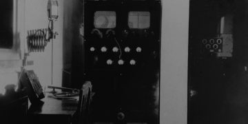 Transmission booth from the first decades of Cuban radio. Photo: Eric Caraballoso Díaz' archive.
