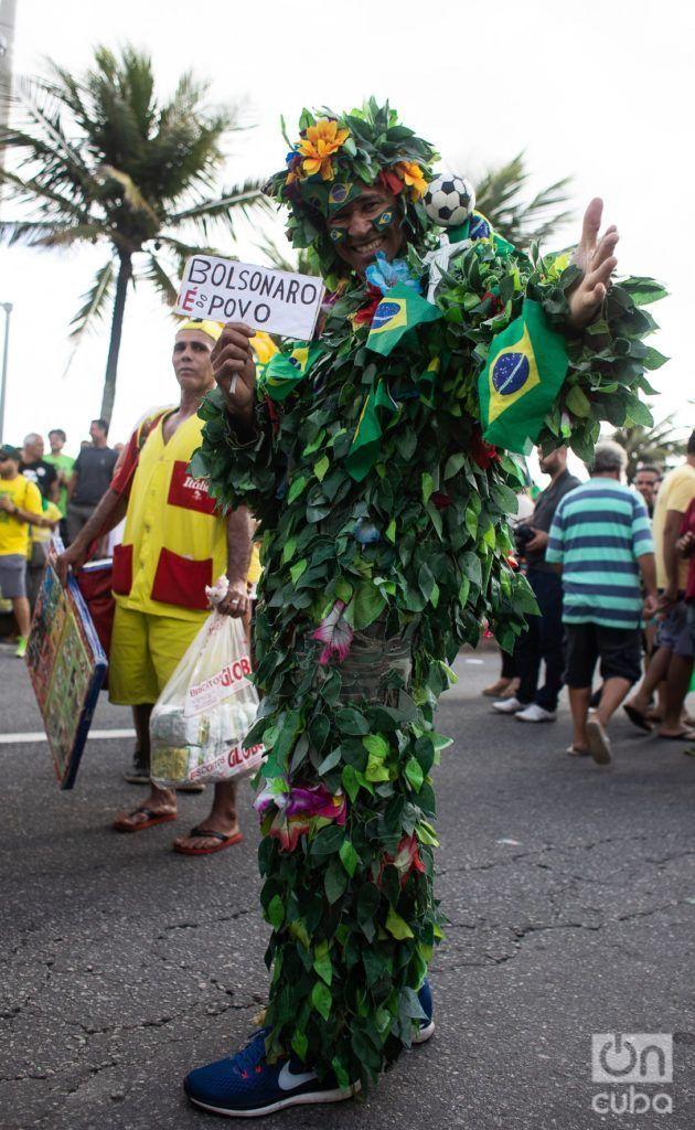 """""""Bolsonaro is equal to people."""" Photo: Nicolás Cabrera."""