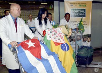 "Cuban doctors from Brazil's ""More Doctors"" collaboration project. Photo: UOL / Archive."
