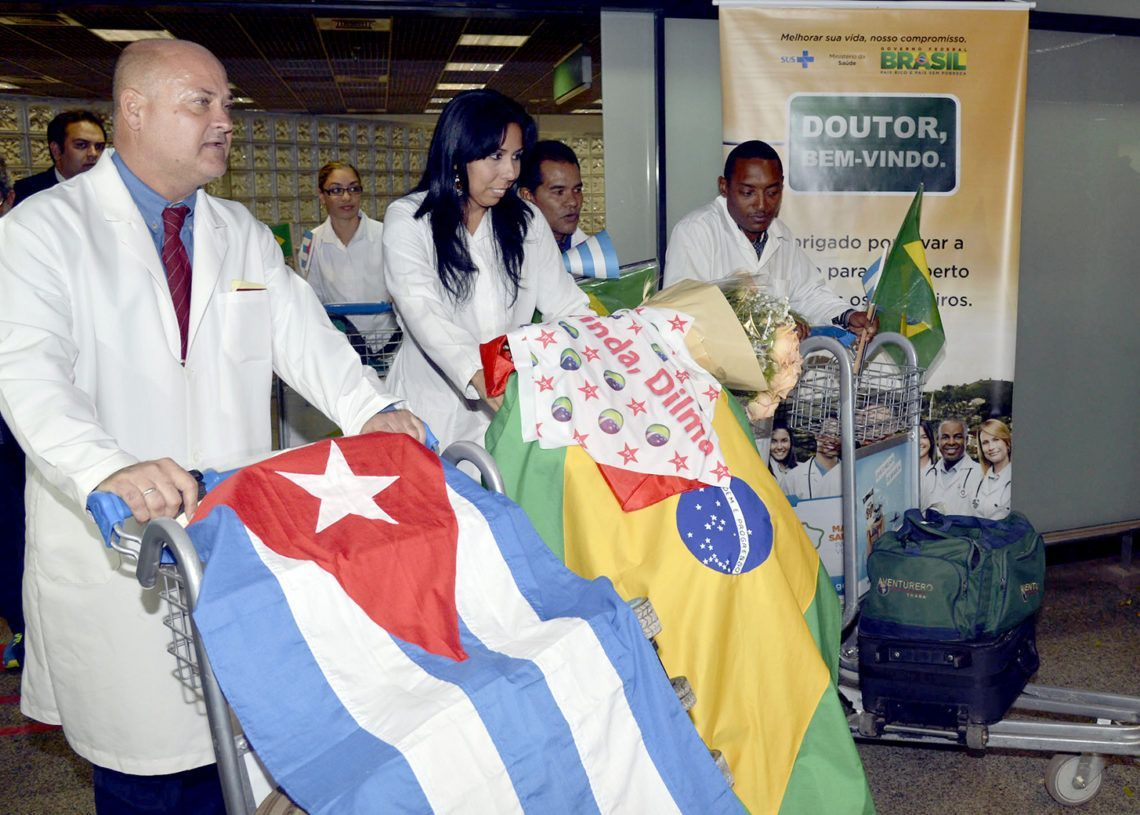 """Cuban doctors from Brazil's """"More Doctors"""" collaboration project. Photo: UOL / Archive."""