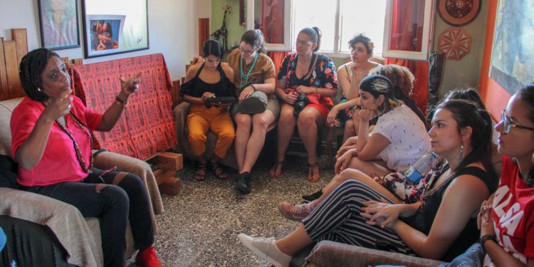 Conversation about race and gender in Regla together with Magia López. Photo: Courtesy of CubaOne.