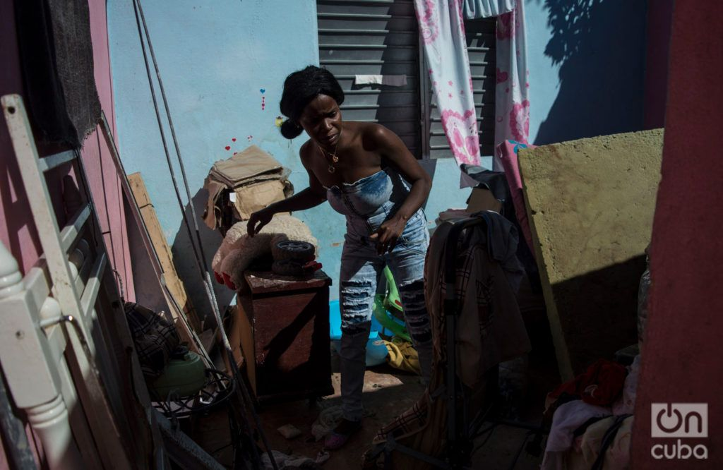 Danaisy Alfonso at her home in Guanabacoa, seriously damaged by the tornado from last January 27, 2019. Photo: Otmaro Rodríguez.
