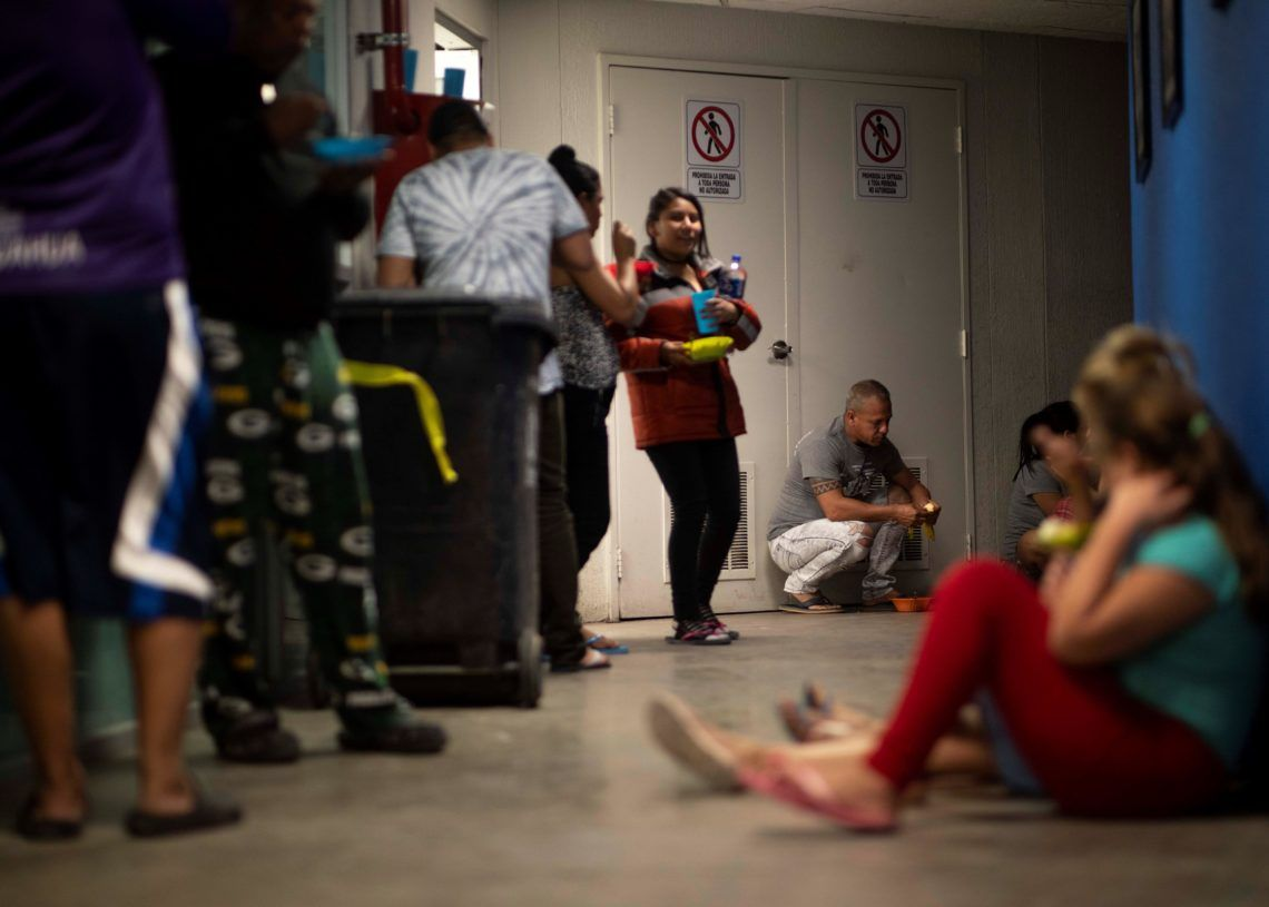 Cuban migrants last March 23, 2019, in a shelter on the border of Ciudad Juárez, in the state of Chihuahua (Mexico). Photo: Alejandro Bringas/EFE.
