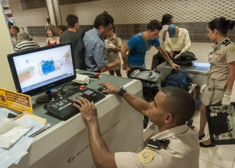 Cuban Customs, X-ray and luggage area at Terminal 3 of Havana's José Martí International Airport. Photo: Roberto Suárez/Juventud Rebelde.