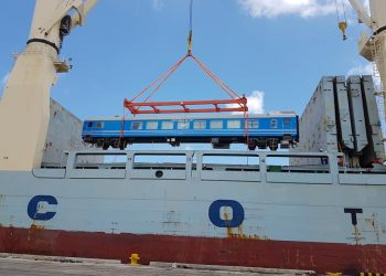 Unloading in the port of Havana of new Chinese cars for the Cuban railroad, on May 19, 2019. Photo:@JuventudRebelde / Twitter.