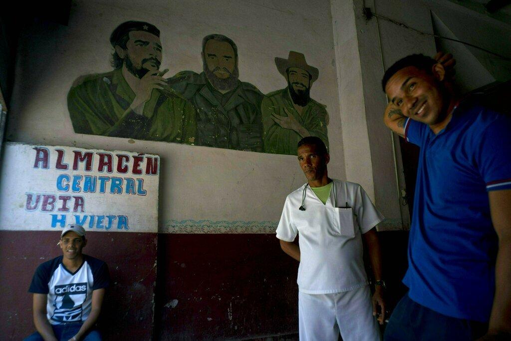 A break inside a warehouse in Havana, on Wednesday, April 17, 2019. Photo: Ramón Espinosa/AP.