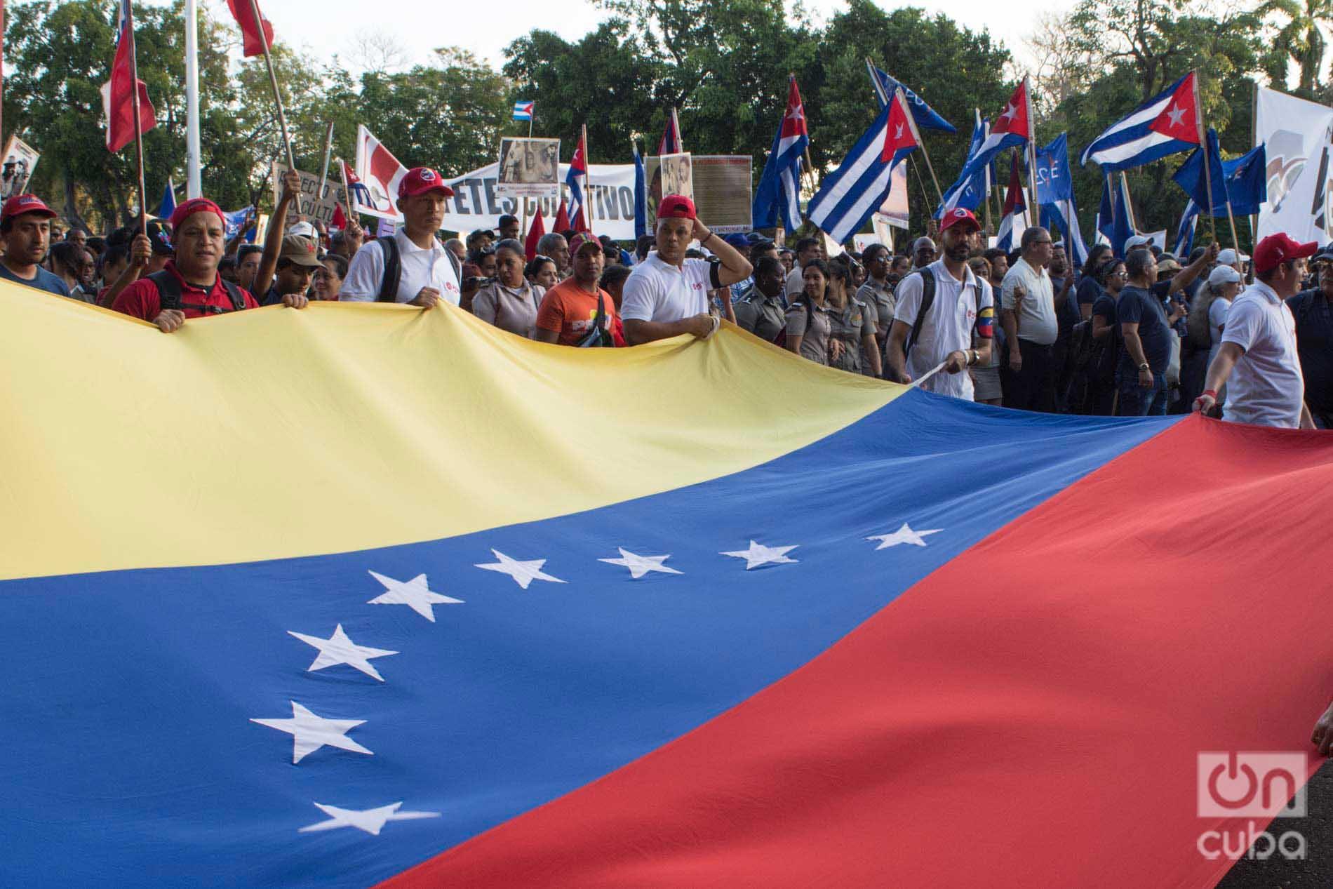 Flag of Venezuela in the International Workers Day parade, on May 1, 2019 in Havana's José Martí Revolution Square. Photo: Otmaro Rodríguez.