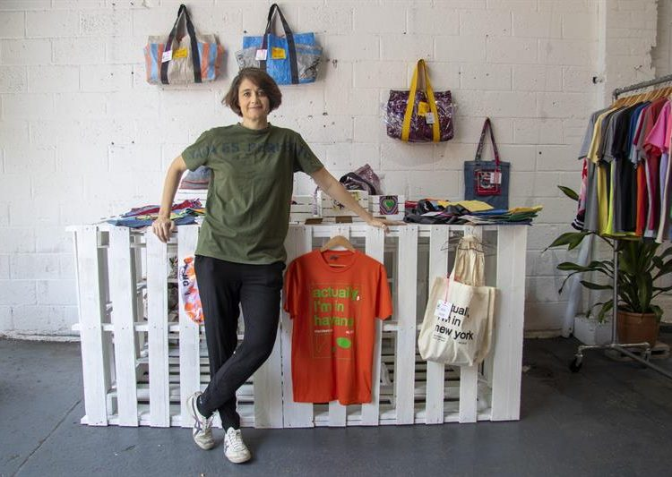 """The co-founder of the fashion brand """"Clandestina,"""" Spaniard Leire Fernández, poses for EFE on Wednesday, June 5, 2019 in its """"pop-up"""" (ephemeral) store in the neighborhood of Brooklyn, in New York. Photo: Miguel Rajmil / EFE."""