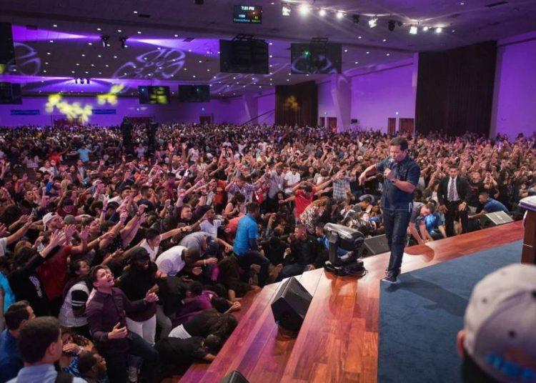 Guillermo Maldonado during a service at the King Jesus Ministry. Photo: tiempocristiano.com