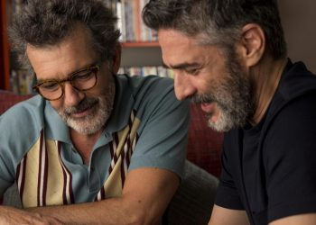 """Actors Antonio Banderas (left) and Leonardo Sbaraglia in a scene from the film """"Dolor y Gloria"""" by Pedro Almodóvar. Photo: FilmAffinity."""