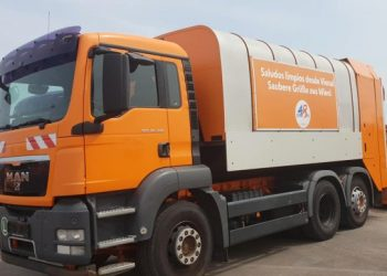 Garbage truck, part of a batch of 10 donated to Havana by the Vienna government. Photo: Facebook profile of the Cuban Embassy in Austria.