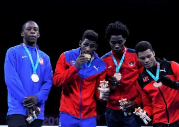Cuban Andy Cruz (2-l) poses alongside U.S. silver medalist Keyshaw Davis (l) and bronze medalists Conrand Ryan (2-r) from Antigua and Barbuda and Michael Alexander from Trinidad and Tobago, this Friday at the lightweight awards ceremony in men's boxing at the Lima 2019 Pan American Games (Peru). EFE / Christian Ugarte