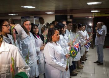 Cuban doctors wait to meet with Cuban President Miguel Díaz-Canel after landing in Havana on Friday, November 23, 2018. Photo: Desmond Boylan / AP.