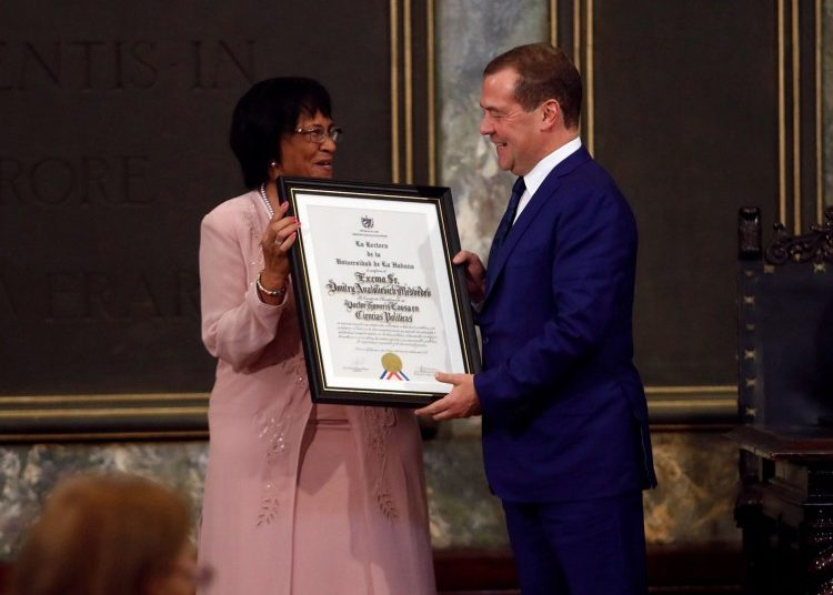 Russian Prime Minister Dmitry Medvedev (r) receiving from the rector of the University of Havana, Miriam Nicado (l), the title of Doctor Honoris Causa in Political Sciences, on Friday, October 4, 2019 in Havana. Photo: Yander Zamora / EFE.