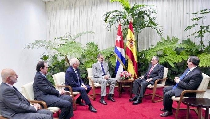 King Felipe VI during his meeting with the first secretary of the Communist Party of Cuba, Army General Raúl Castro. Photo: Casa Real.