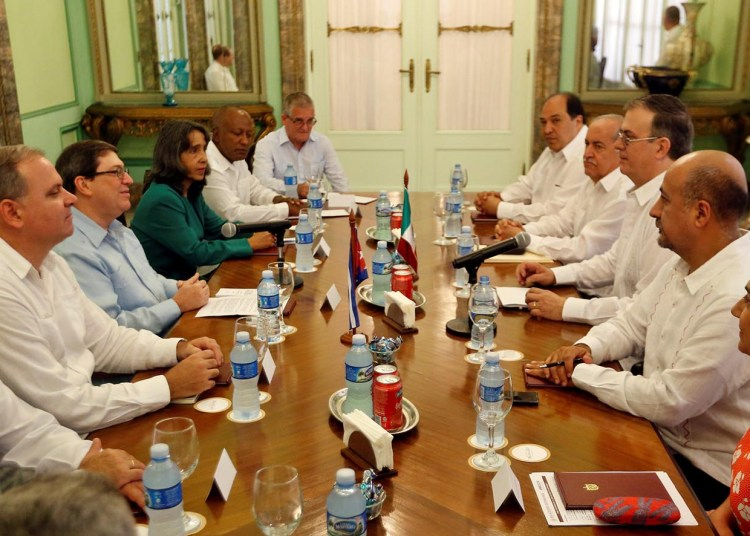 Cuban Foreign Minister Bruno Rodríguez (3-l) receives his counterpart from Mexico, Marcelo Luis Ebrard (3-r), at the headquarters of the Ministry of Foreign Affairs, in Havana, on Saturday, November 9, 2019. Photo: Ernesto Mastrascusa / POOL / EFE.