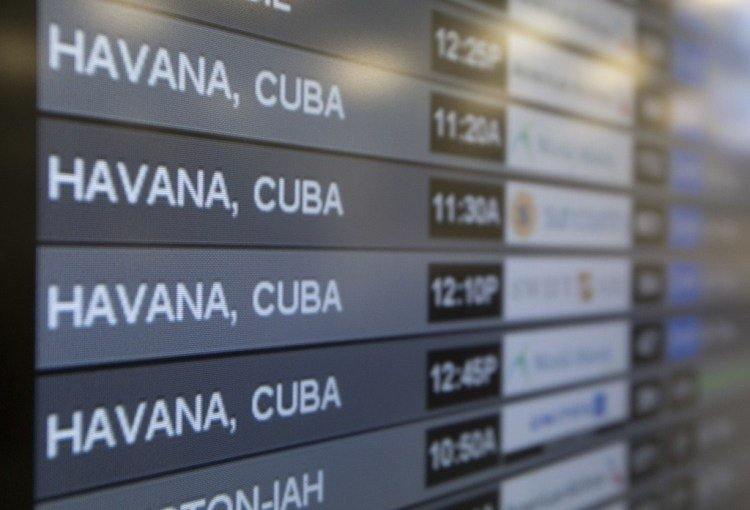 List announcing flights to Cuba at Miami International Airport. Photo: EFE / Archive.