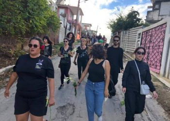 March of Cuban activists for animal rights protesting the violent death of a dog in Guanabacoa, Havana. Photo: Valia Rodríguez / Facebook.