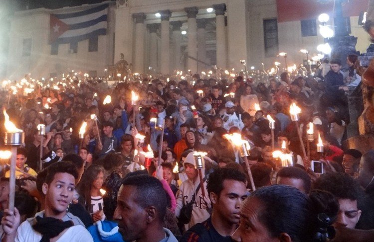 March of the Torches leaving from the steps of the University of Havana. Photo: uci.cu / Archive.