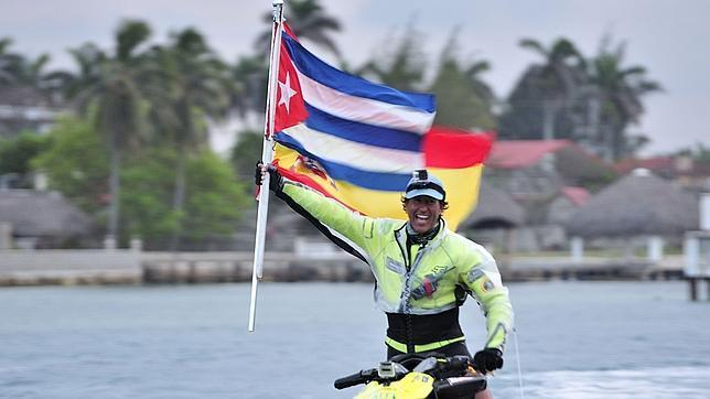 Spaniard Álvaro de Marichalar's Cuban stopover during his trip around the world on jet ski. Photo: abc.es