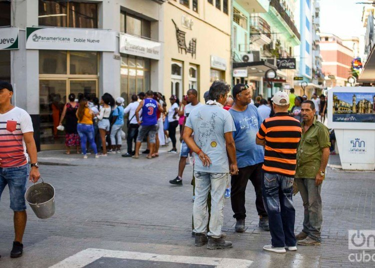 People in the streets of Havana. Photo: Otmaro Rodríguez