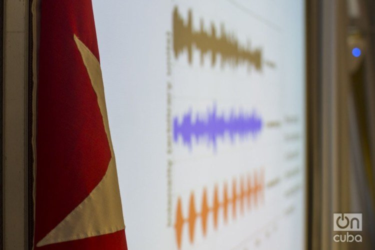 Slide of sound waves related to the suspicious sonic attacks suffered by North American diplomats in Cuba, presented during the debates of the Is There a Havana Syndrome? event held at the Cuban Neuroscience Center on March 2 and 3, 2020. Photo: Otmaro Rodríguez.