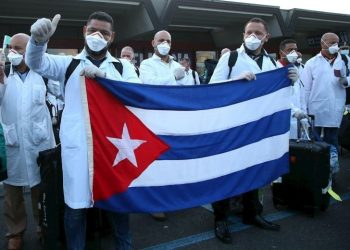 Cuban health personnel arriving in Italy to support the fight against the coronavirus. Photo: EFE.