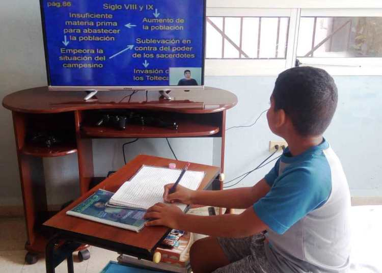 Teaching activities in Cuba will continue only through televised classes. Photo: Taken from Radio Angulo.