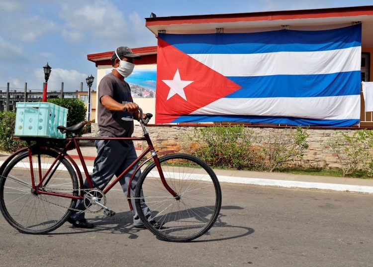 The provinces that detected new infections yesterday were Havana (16), Matanzas (1), Santiago de Cuba (1) and the Isla de la Juventud (1). Photo: EFE/Ernesto Mastrascusa/Archive.