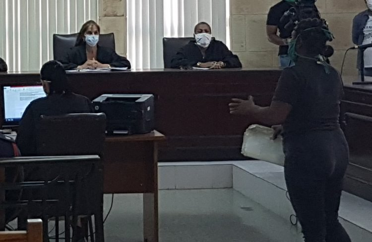 """Cuba released in March and April 421 people serving provisional prison and they will now await trial in their homes with the """"relevant restrictions."""" Photo: @hacemos_cuba/Twitter."""