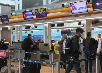 A group of 83 Cubans stranded in different regions of Ecuador returned to the island on a humanitarian flight managed by the Caribbean diplomatic authorities in the Andean country. Photo: Taken from Prensa Latina.