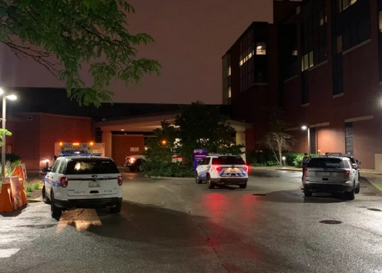 Chicago police outside the West Suburban Medical Center in Oak Park where the 3-year-old boy was taken after being shot while riding in a car with his father. Photo: Sam Kelly, taken from: www.chicago.suntimes.com