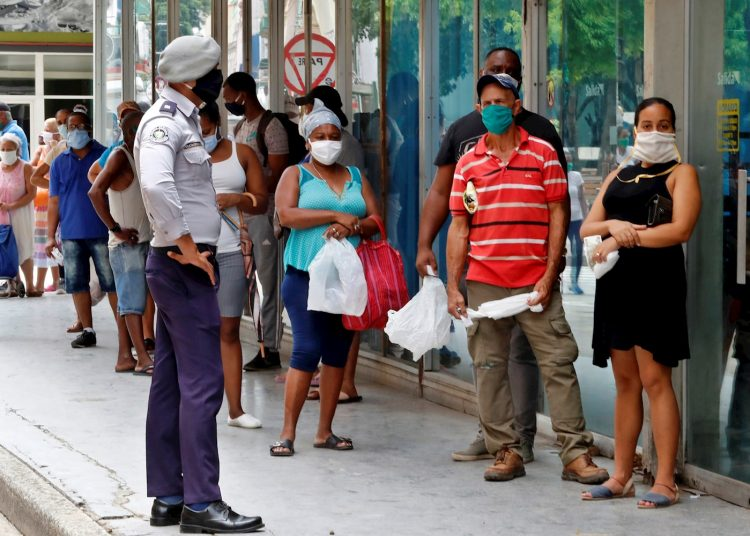 The new infections were detected in Havana and are Cubans who had had some contact with positive cases and all three were asymptomatic. Photo: Ernesto Mastrascusa/EFE