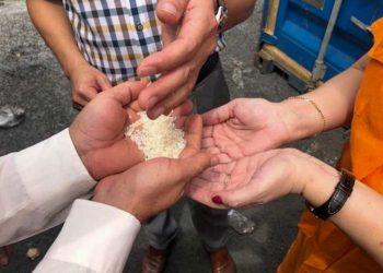 Vietnam delivers to the Cuban ambassador the 5,000 tons of rice donated to Cuba. Photo: cubadebate.cu