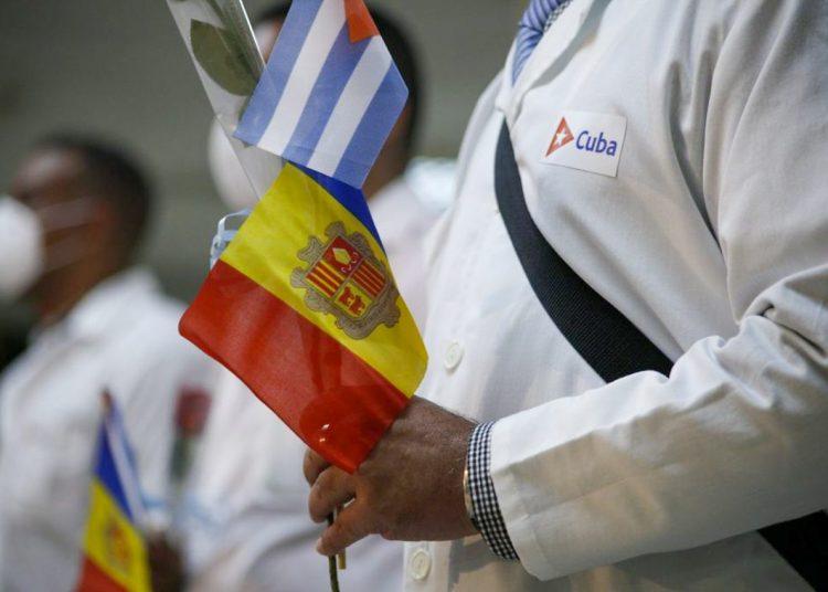 Cuban doctors on their return from Andorra. Photo: acn.cu