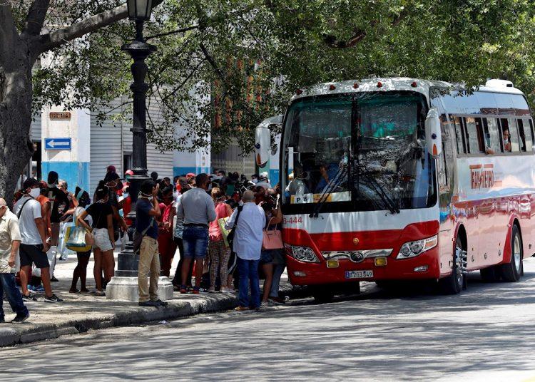 Today's ten cases are concentrated in the Havana municipalities of Centro Habana, 10 de Octubre, Cerro, Cotorro and La Lisa. Photo: Ernesto Mastrascusa/EFE