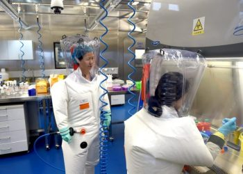 Chinese scientists are working on researching a vaccine against COVID-19. Photo: Shepherd Hou / EFE / Archive.