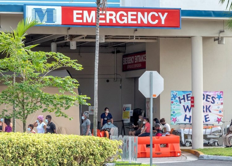 The respite from the decline in deaths in Florida didn't last long. Hospitals are once again full because of a new surge of COVID-19 patients discovered thanks to increased testing. Photo: Cristobal Herrera / EFE.