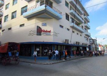 Line at the El Níckel store in Holguín. Photo: Ahora.